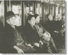 汽車で移動中の王仁三郎と澄夫人