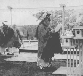 長生殿斧始式で10年ぶりに斎主を務める王仁三郎